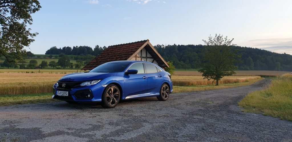 Lackierung: Brilliant Sporty Blue Metallic,