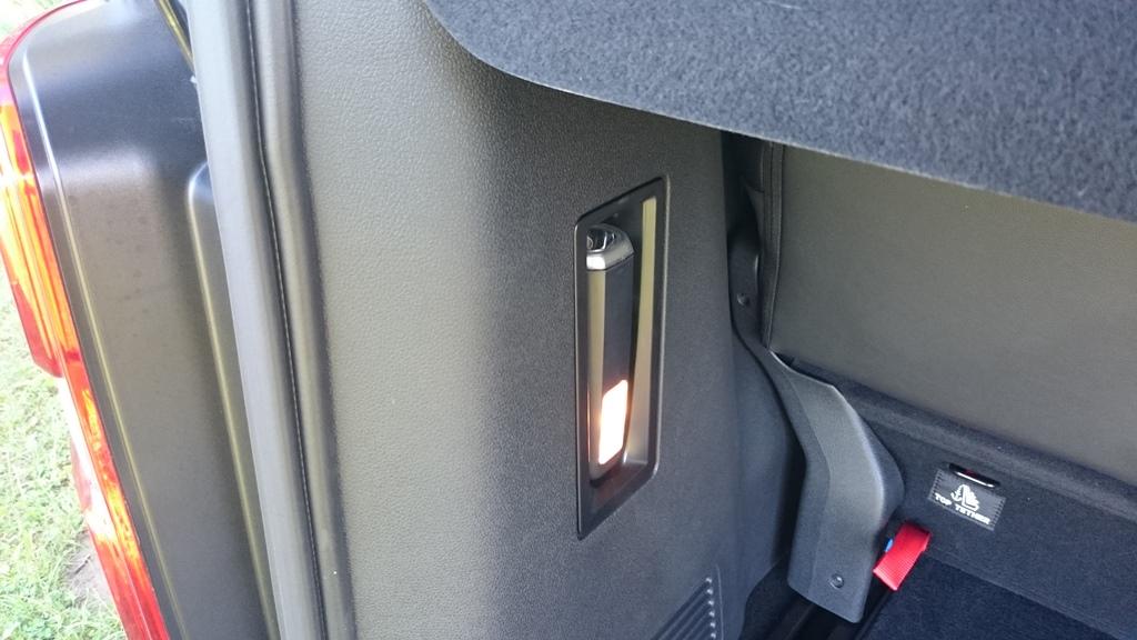 Taschenlampe und Kofferraumbeleuchtung