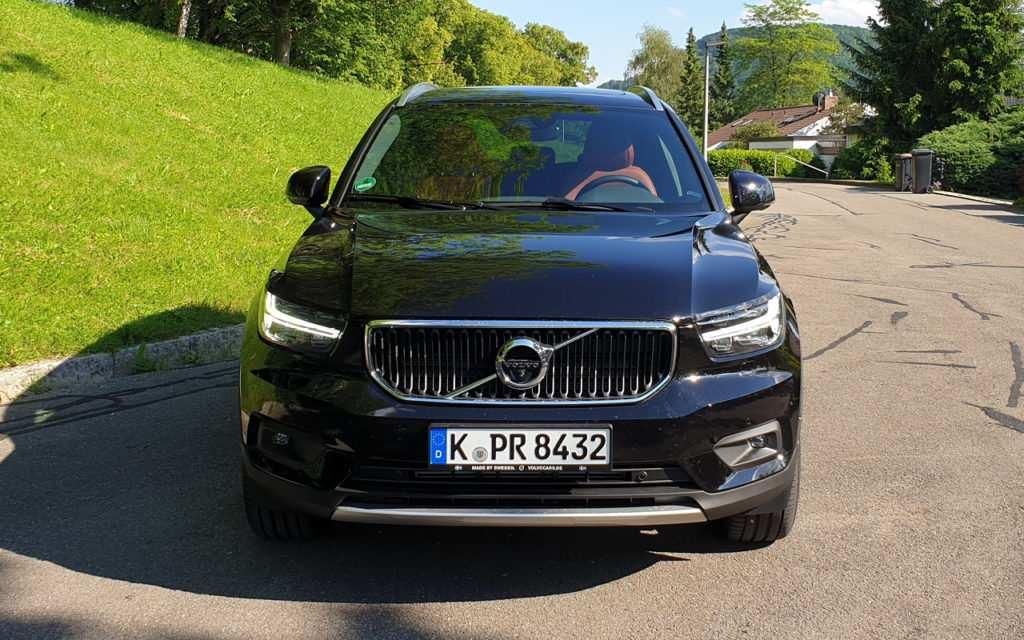 Volvo XC40: Front