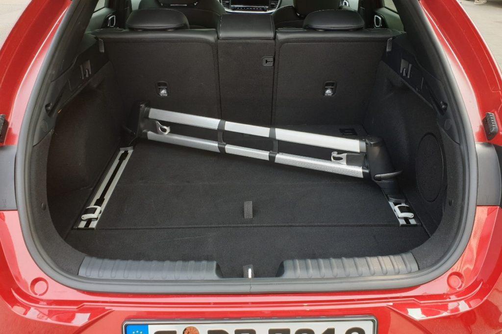 Kofferraum im Kia ProCeed mit Schienensystem