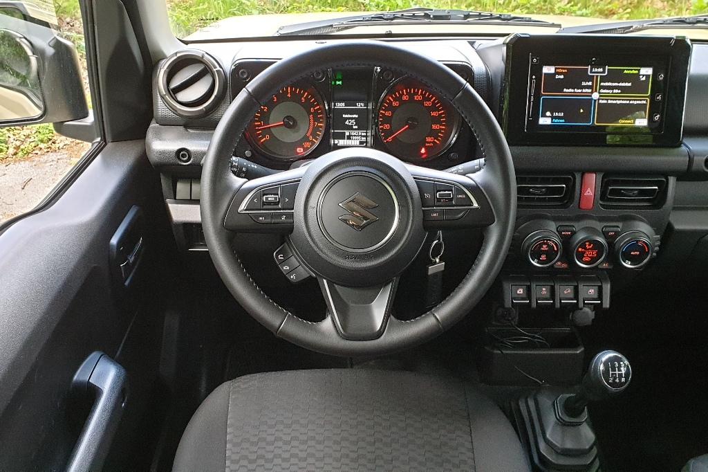 Suzuki Jimny Lenkrad, Armaturenbrett