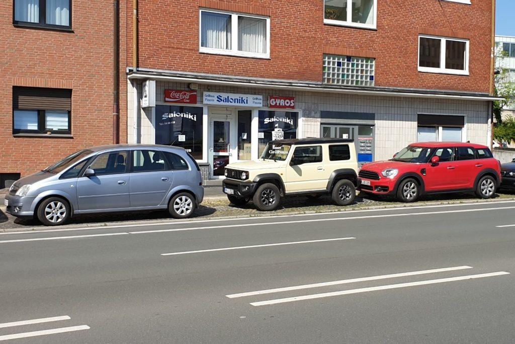 Parkplatzsuche mit dem Suzuki Jimny