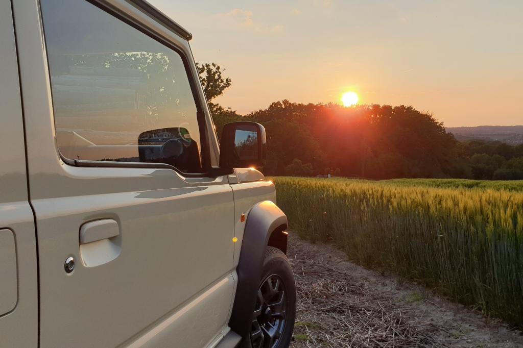 Suzuki Jimny Sonnenuntergang