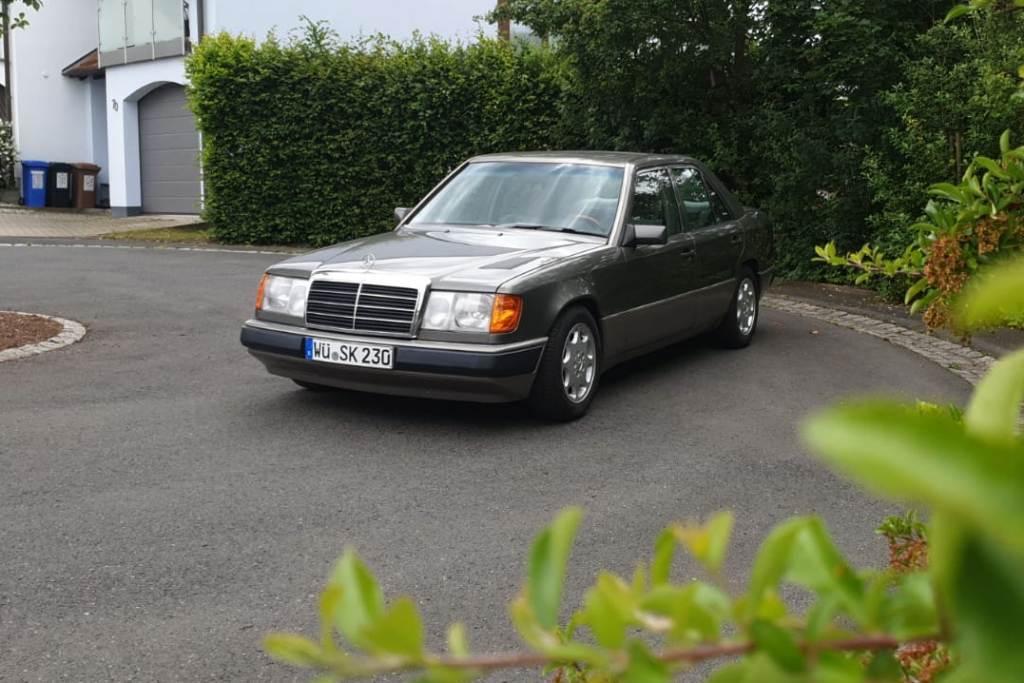 Mercedes-Benz 230 E (1992)