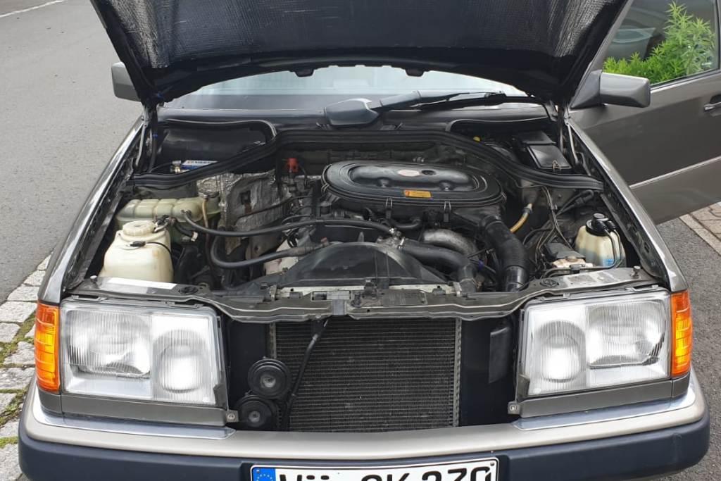 Mercedes 230 E (1992)