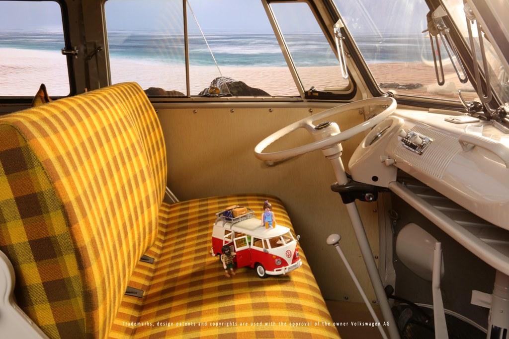 Playmobil Camper Bus im originalen T1 Bulli von VW NFZ