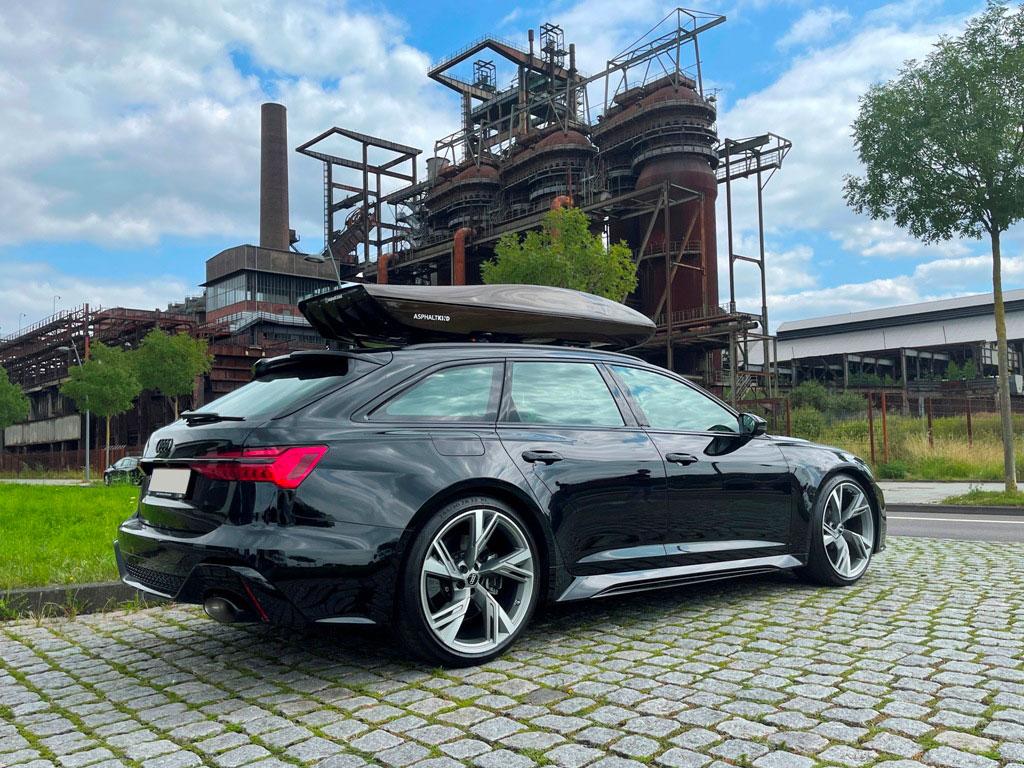 Audi RS6 mit Asphaltkind Dachbox