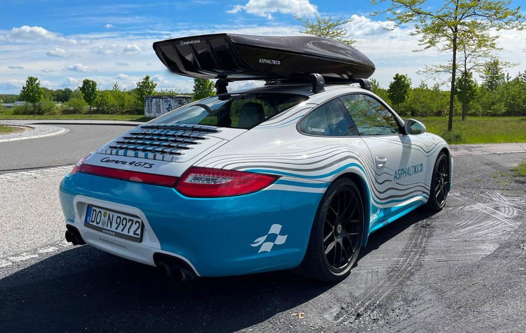 Porsche 911 mit Dachgepäckbox