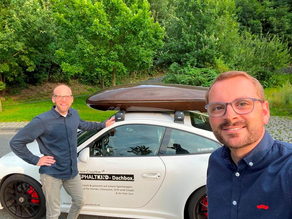 Testfahrt im Porsche mit Daniel Przygoda und Nils Freyberg mit Asphaltkind Dachbox