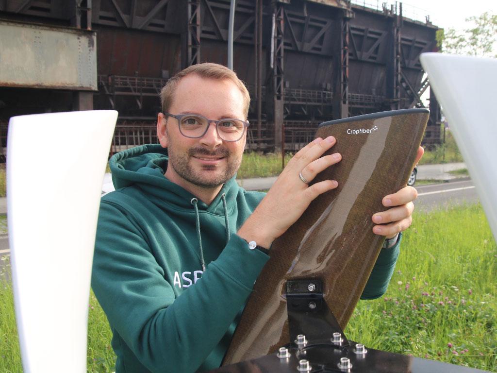 Nils Freyberg (Cropfiber) mit Leichtbau-Windkraftanlage