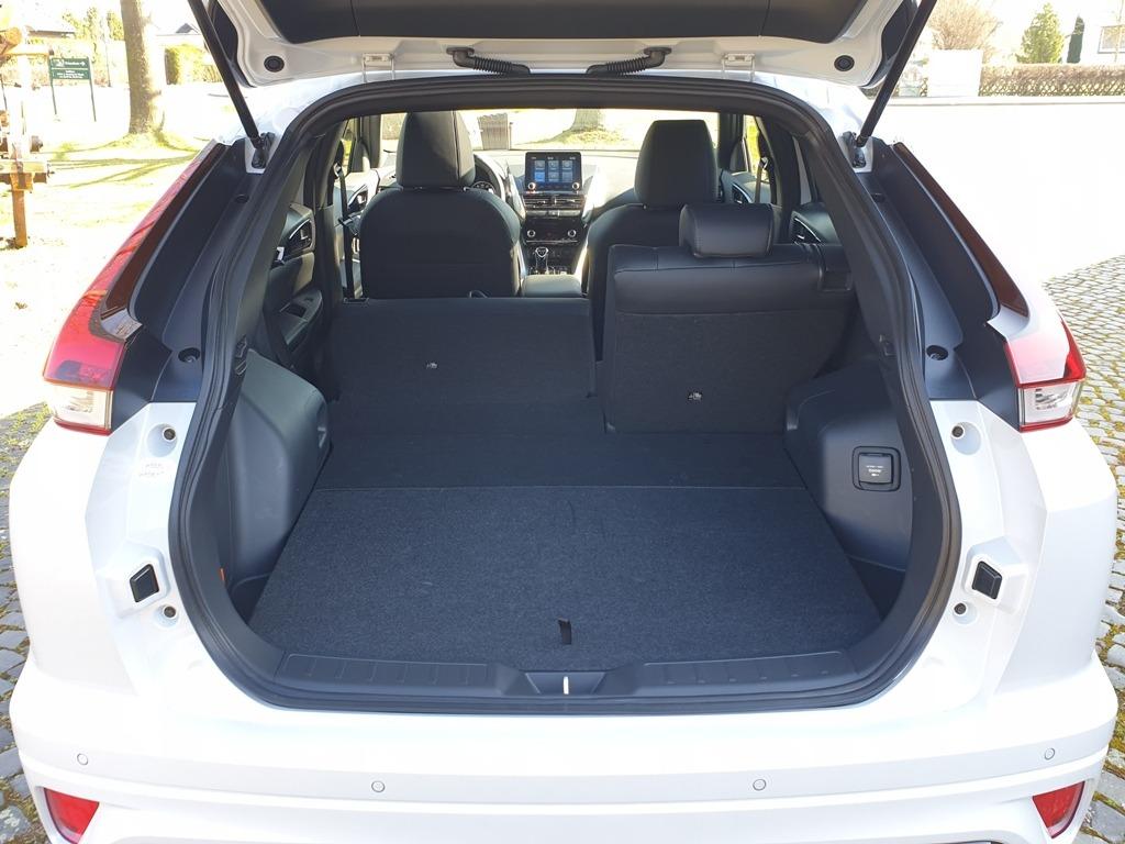 Kofferraum um umgelegter Rücksitzbank