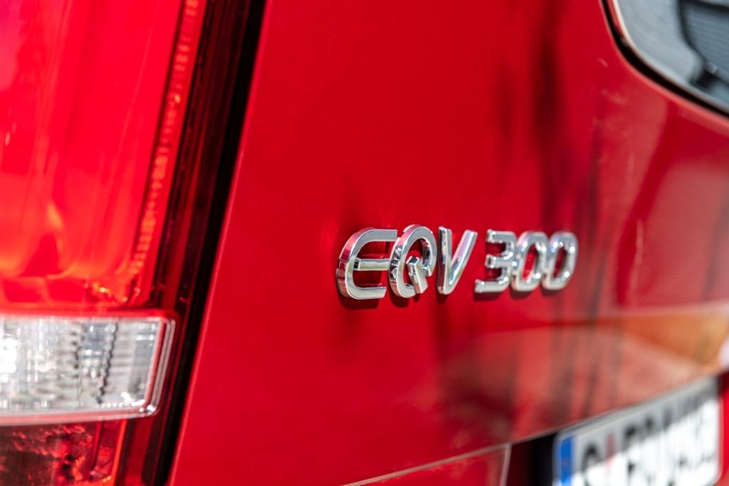 EQV 300 Emblem an der Heckklappe (Logo)