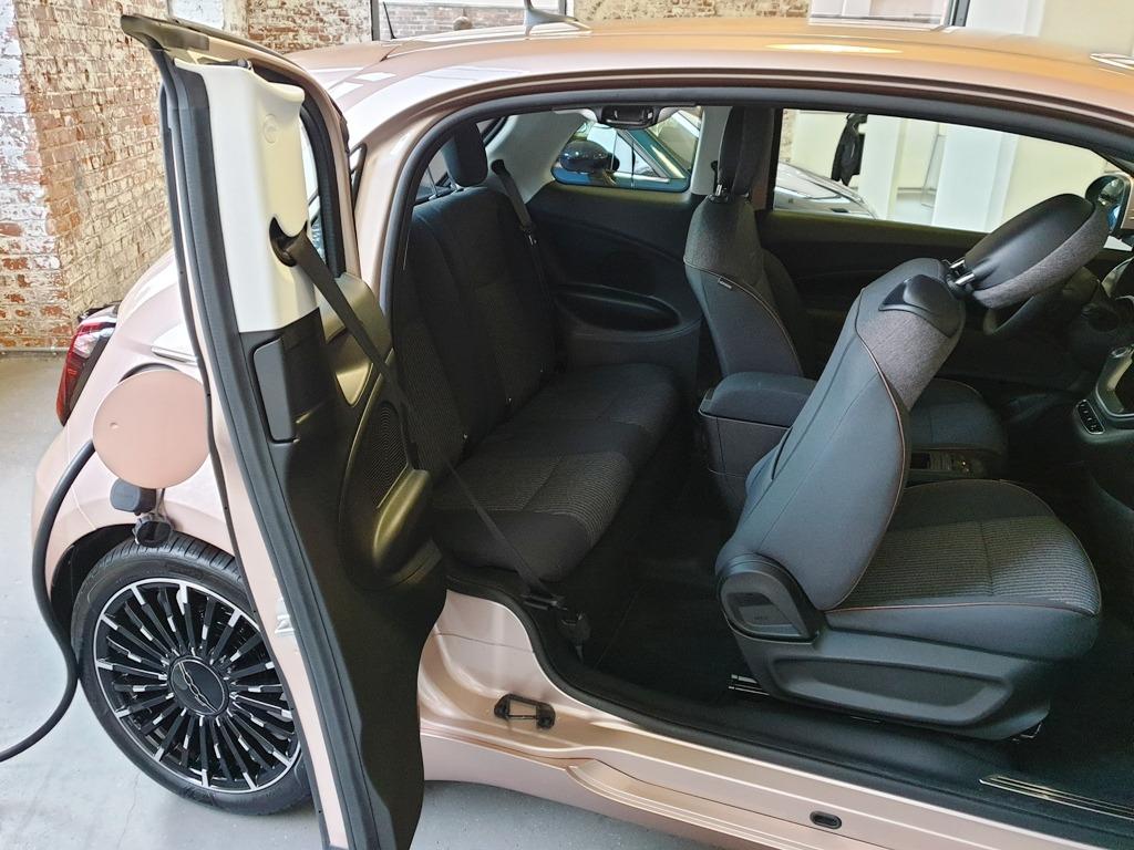 Fiat 500 3+1, mit gegenläufig öffnender Tür