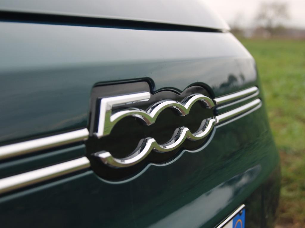 Kühlergrill mit 500-Logo in der Front