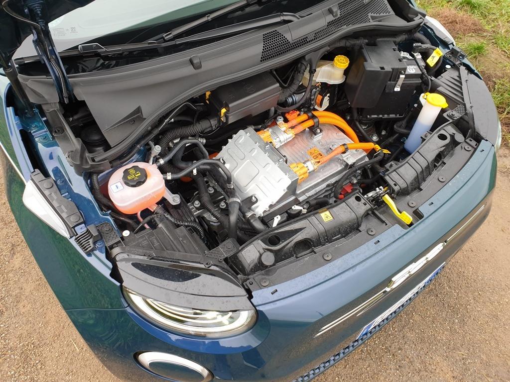 E-Antrieb im Fiat 500 87 kW (EDM) und Leistungselektronik (PEB), Motorraum