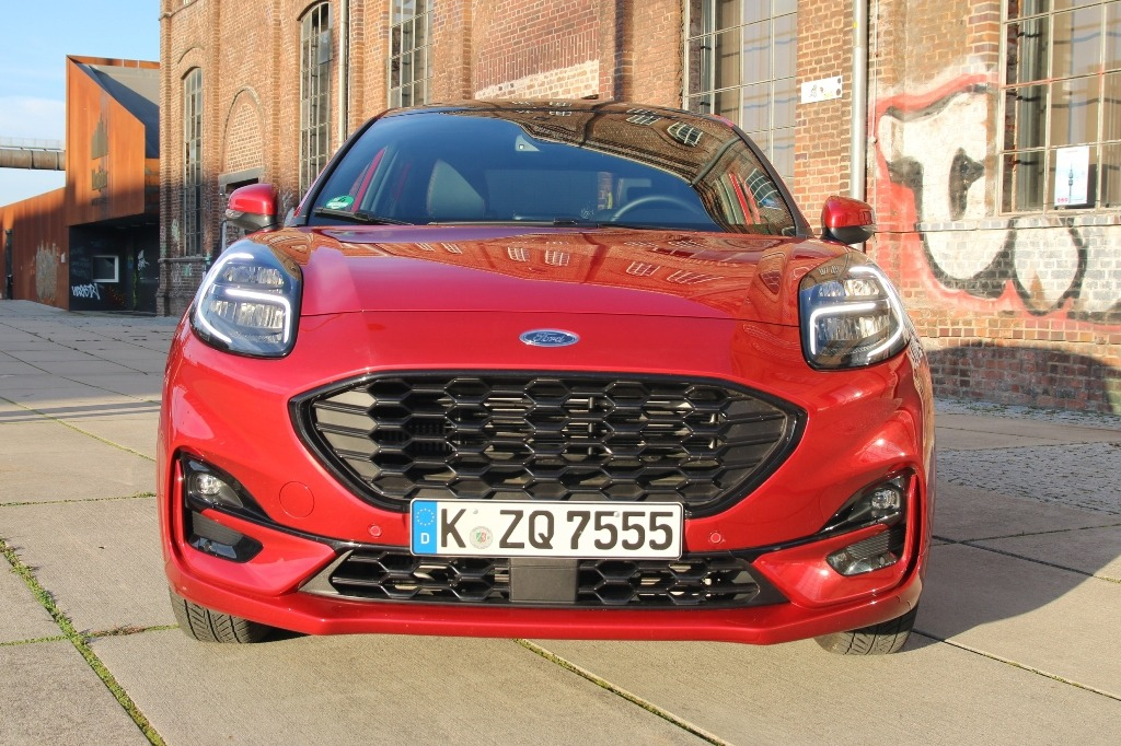 Kühlergrill (Frontansicht) - Ford Puma ST-Line X in Lucid-Rot