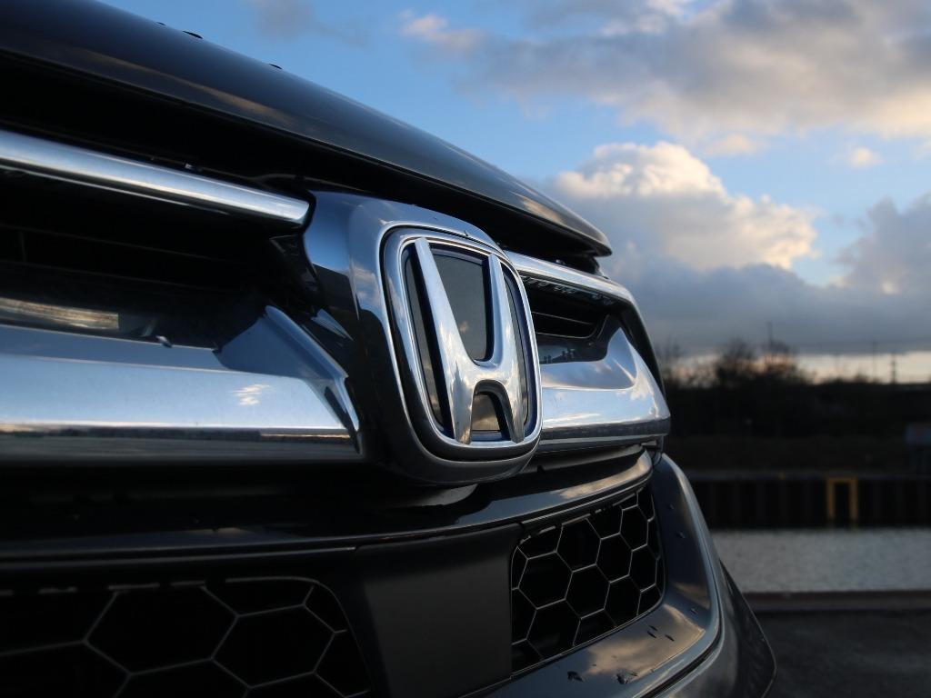 Honda-Logo im Kühlergrill