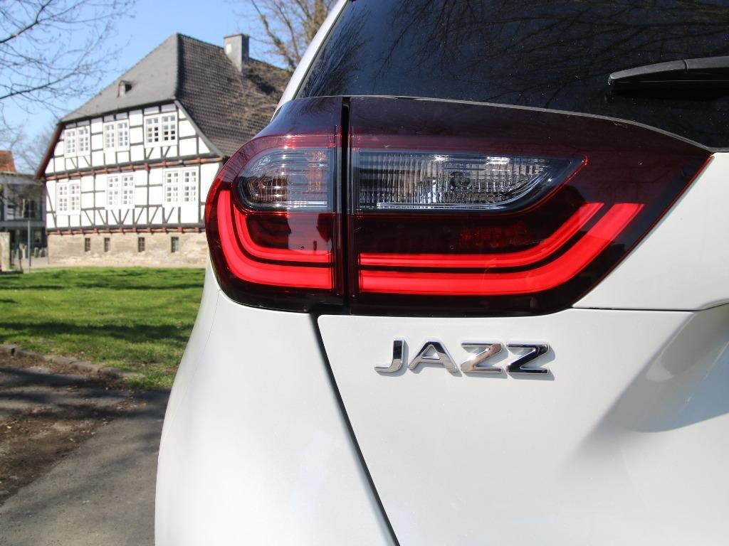 Jazz-Schriftzug und LED-Scheinwerfer