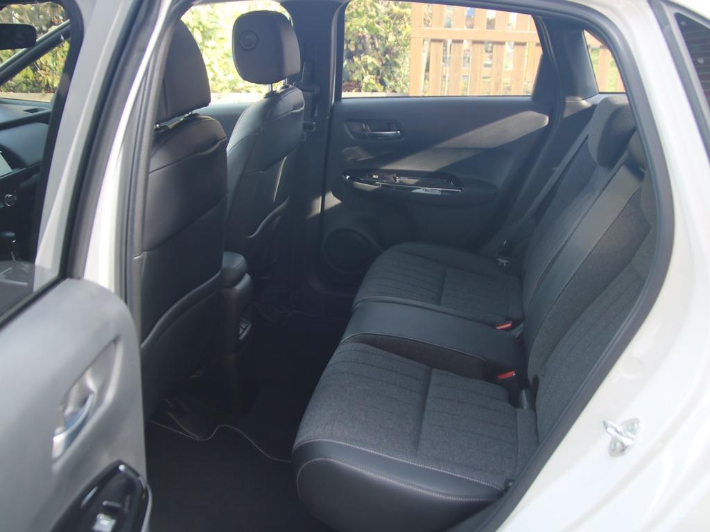 Rücksitze mit Teilleder-Polster (Honda Jazz Executive)
