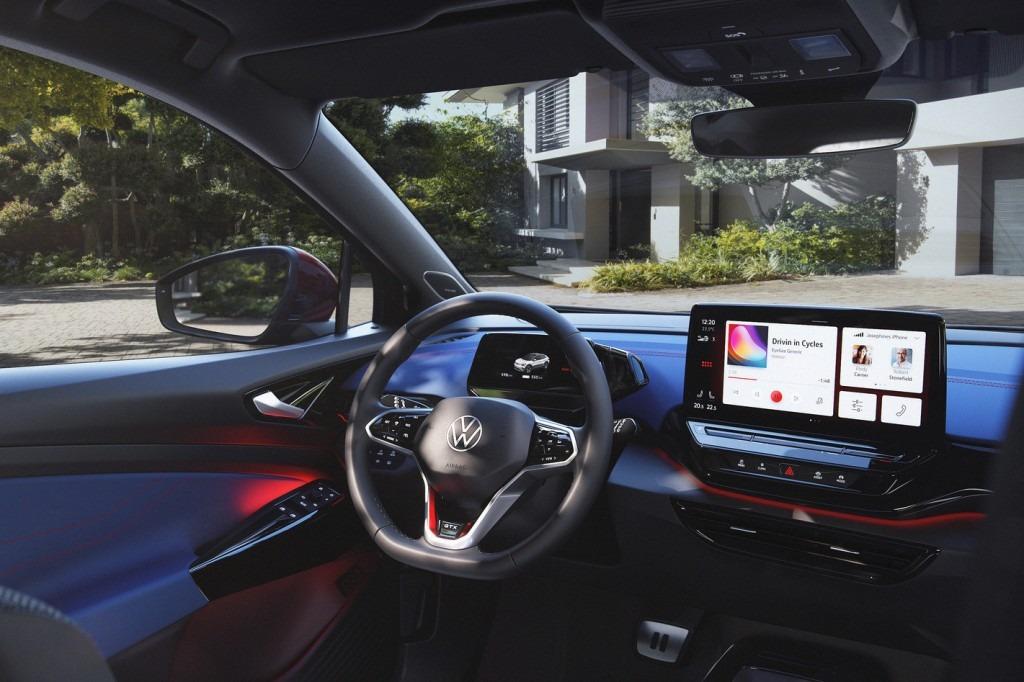 Armaturenbrett, Cockpit im GTX mit Ambientebeleuchtung (LED)