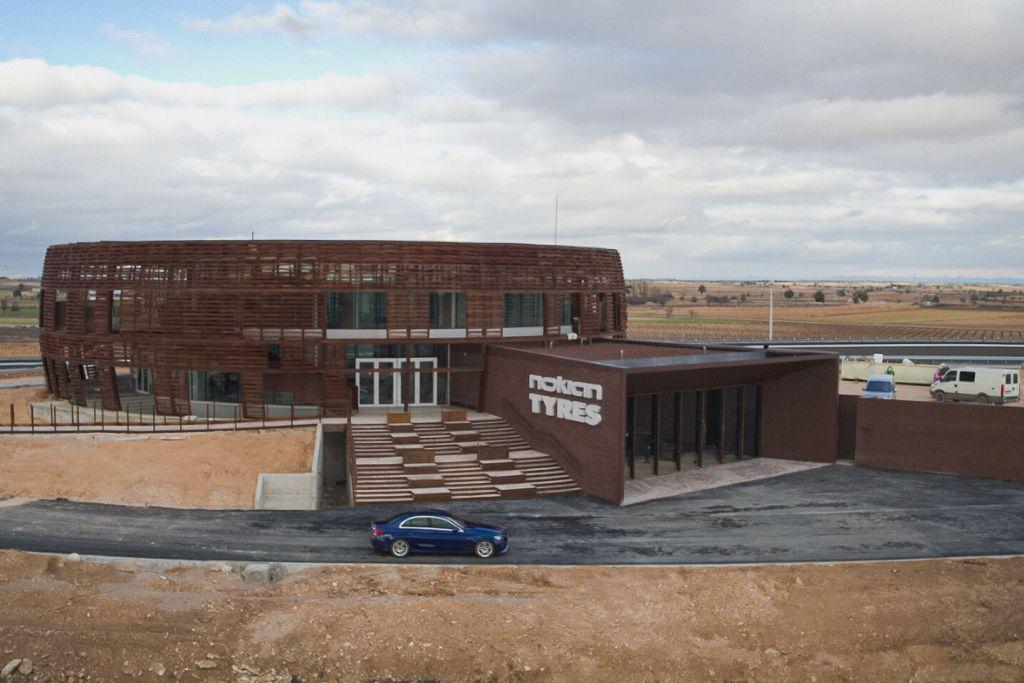 Schulungs-Gebäude auf dem Nokian Tyres Trainingsgelände in Spanien