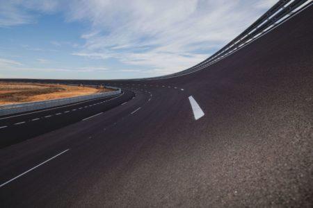 Steilkurve des 7 km langen Ovals