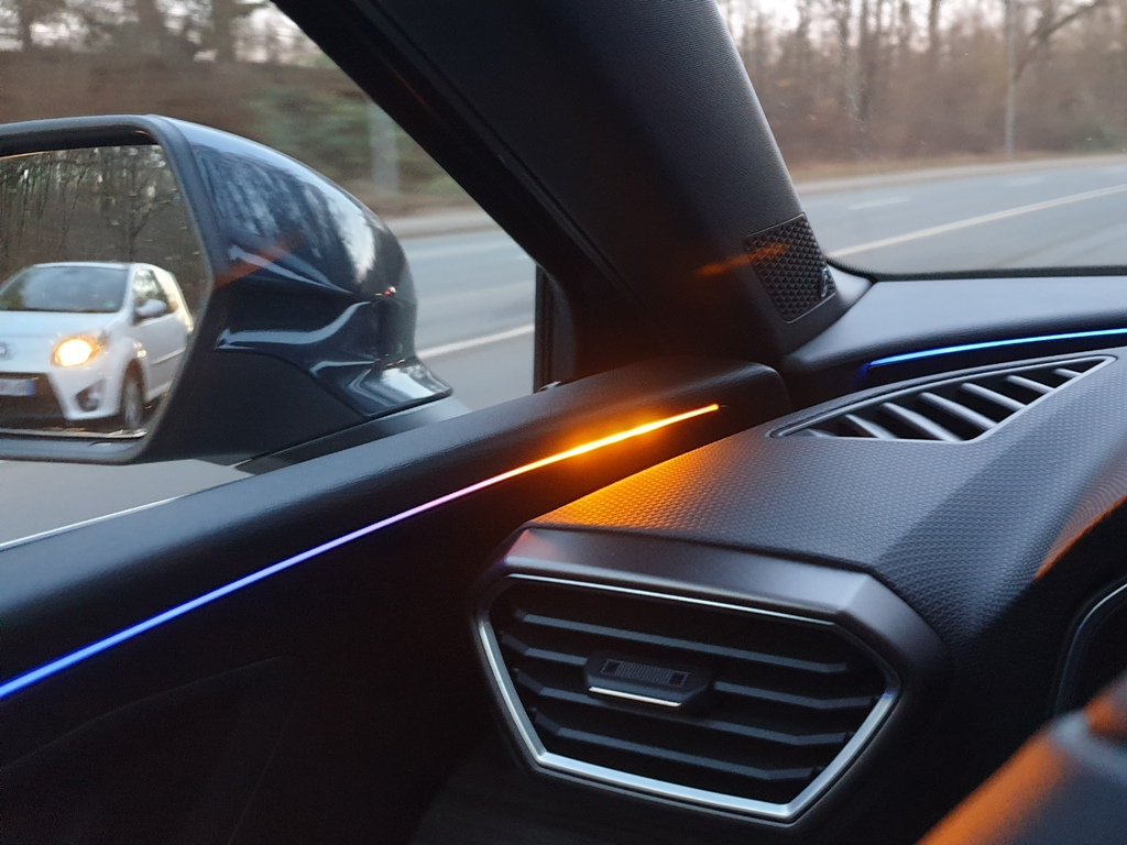 Ambientebeleuchtung mit Toter Winkel Assistent, Warn-LED