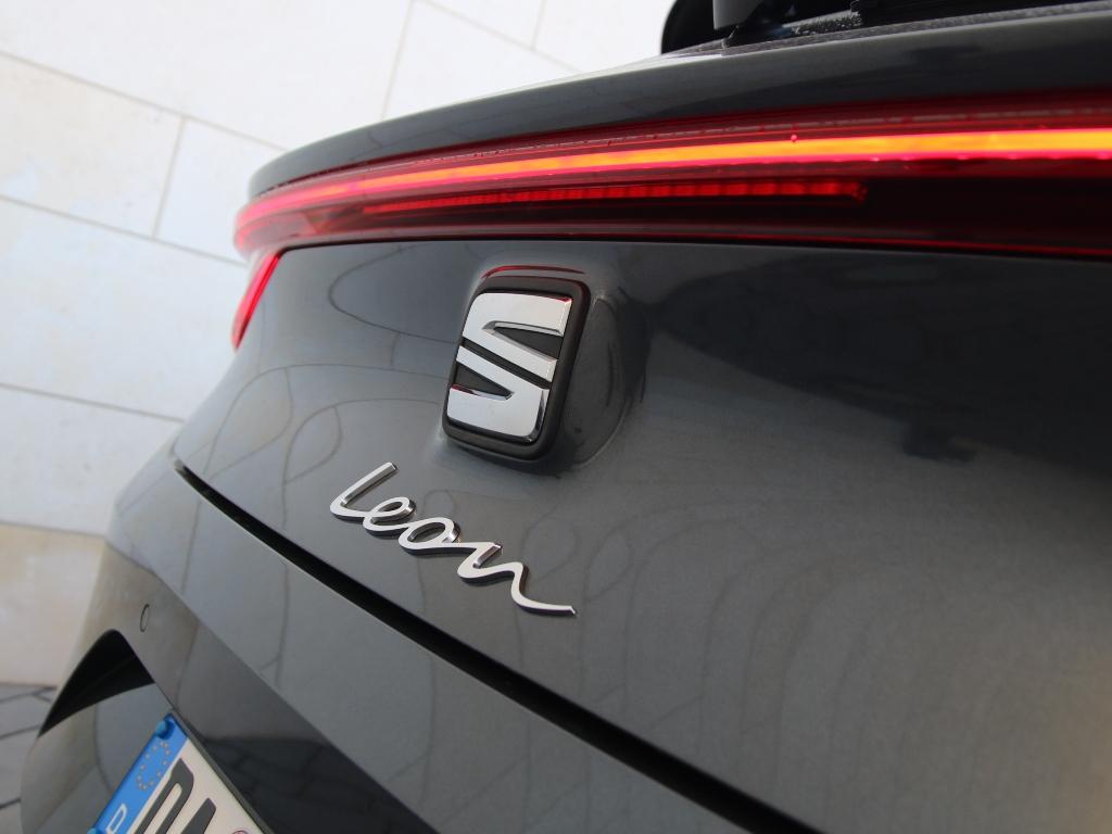 Neuer Seat Leon Logo/Schriftzug an Heckdeckel (2021)