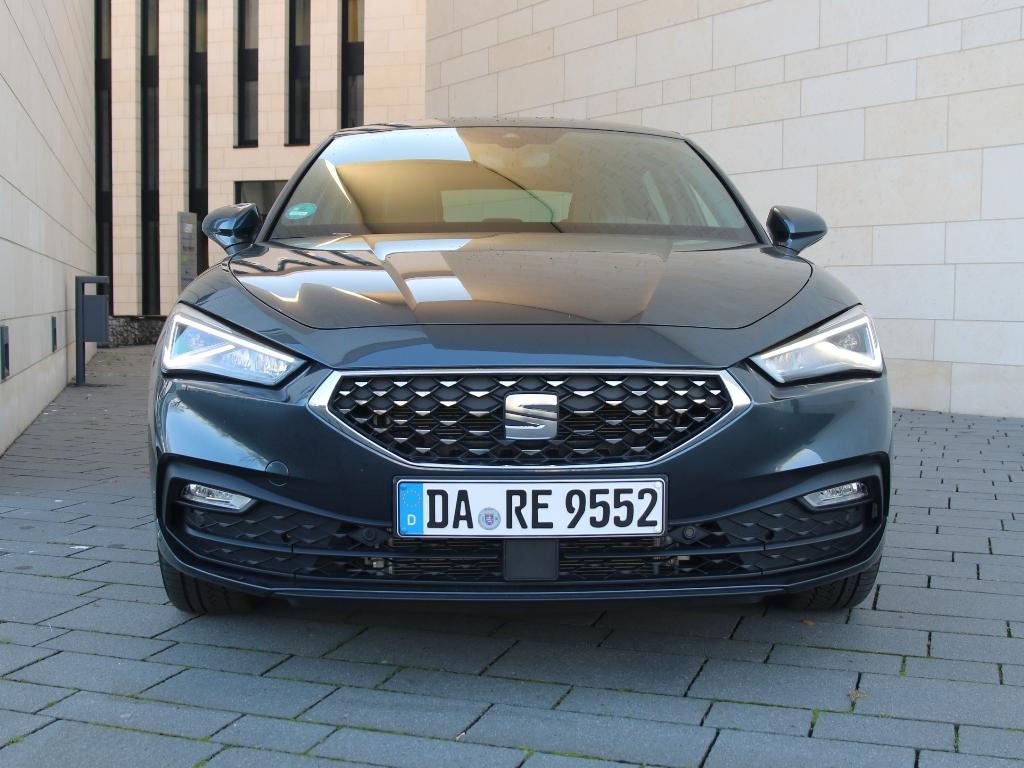 Frontansicht mit Kühlergrill, Seat Leon Modelljahr 2021