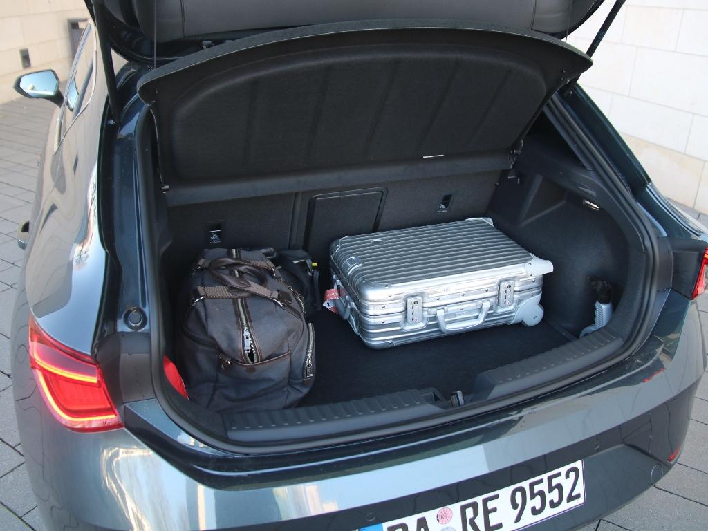 Kofferraum, Rimowa, Gepäck, Tumi im Gepäckraum