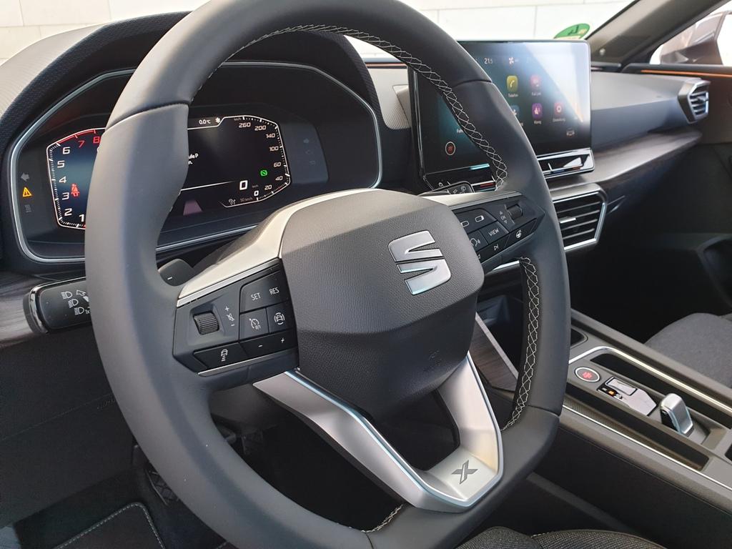 Lenkrad Xcellence, Lederlenkrad und Virtual Cockpit, Ziernähte, Kontrastnähte