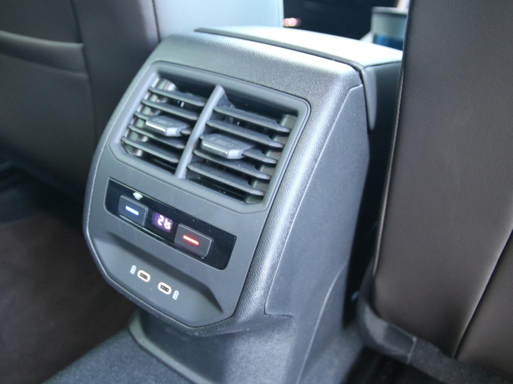 Klimabedienteil mit USB-C-Anschlüssen im Seat Leon IV (2021)