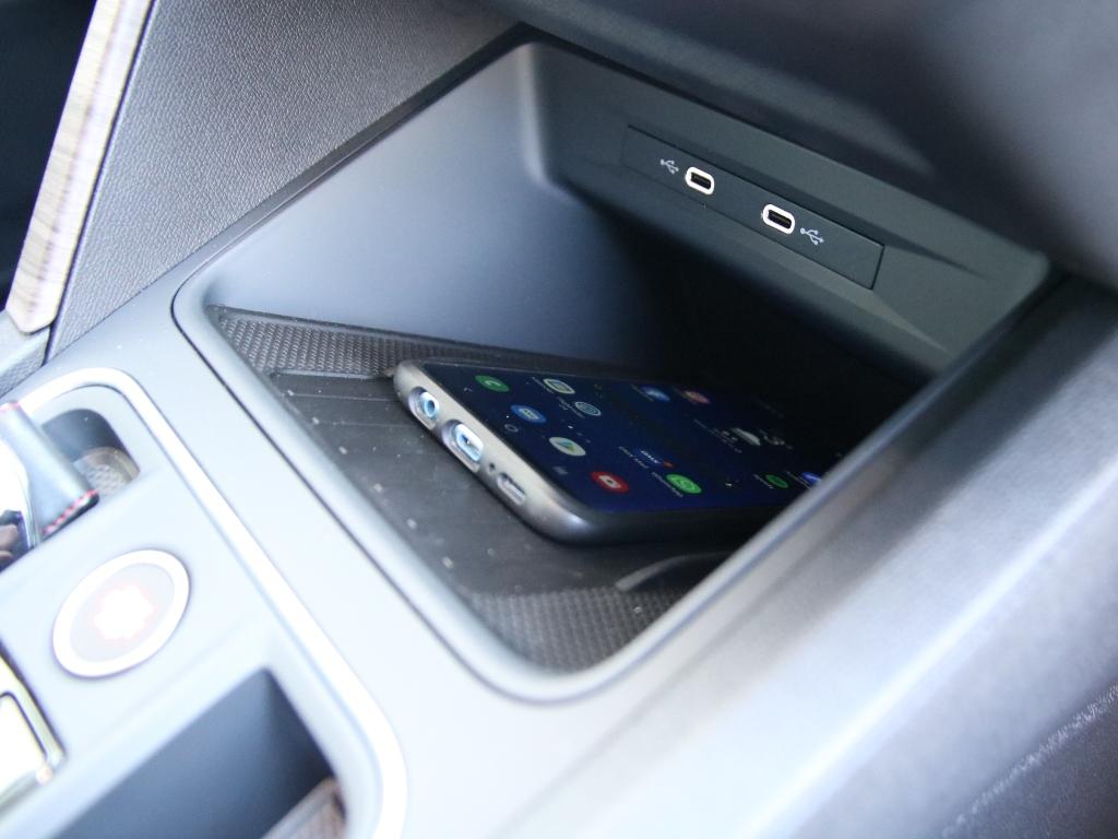 USB-C-Schnittstelle und Ladeschale für kontaktloses Laden von Smartphones (QI), Samsung Galaxy S9+