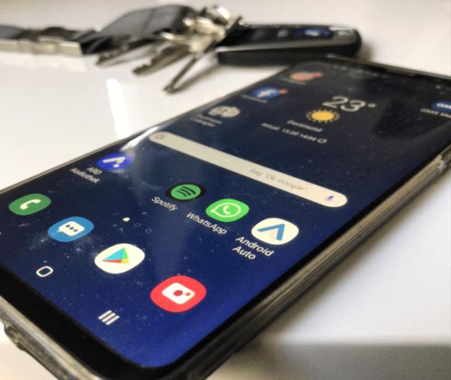 Smartphone mit Android Auto