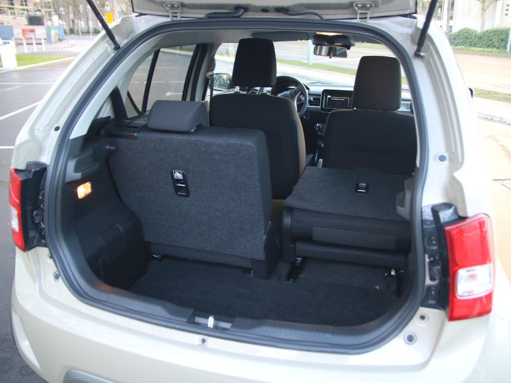 Kofferraum mit umlegbare Rücksitzbank