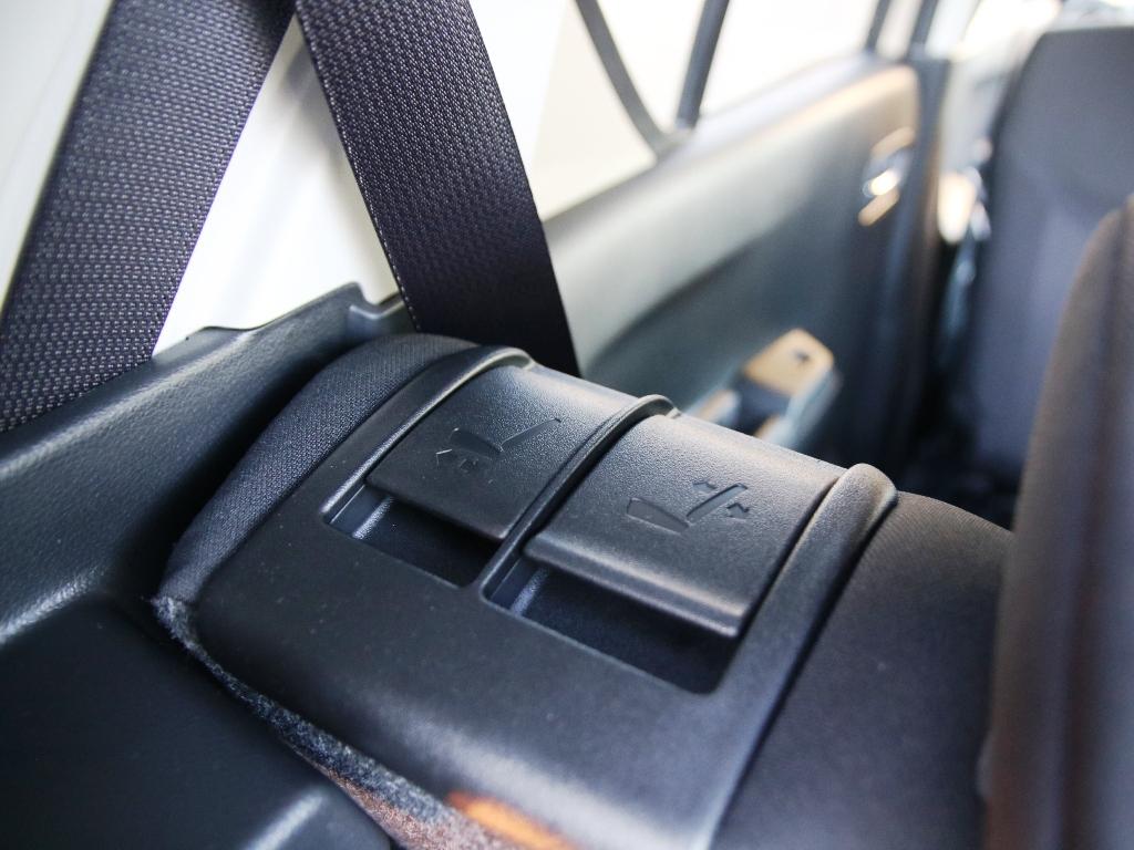 Umklappbare Rücksitzbank Hebel