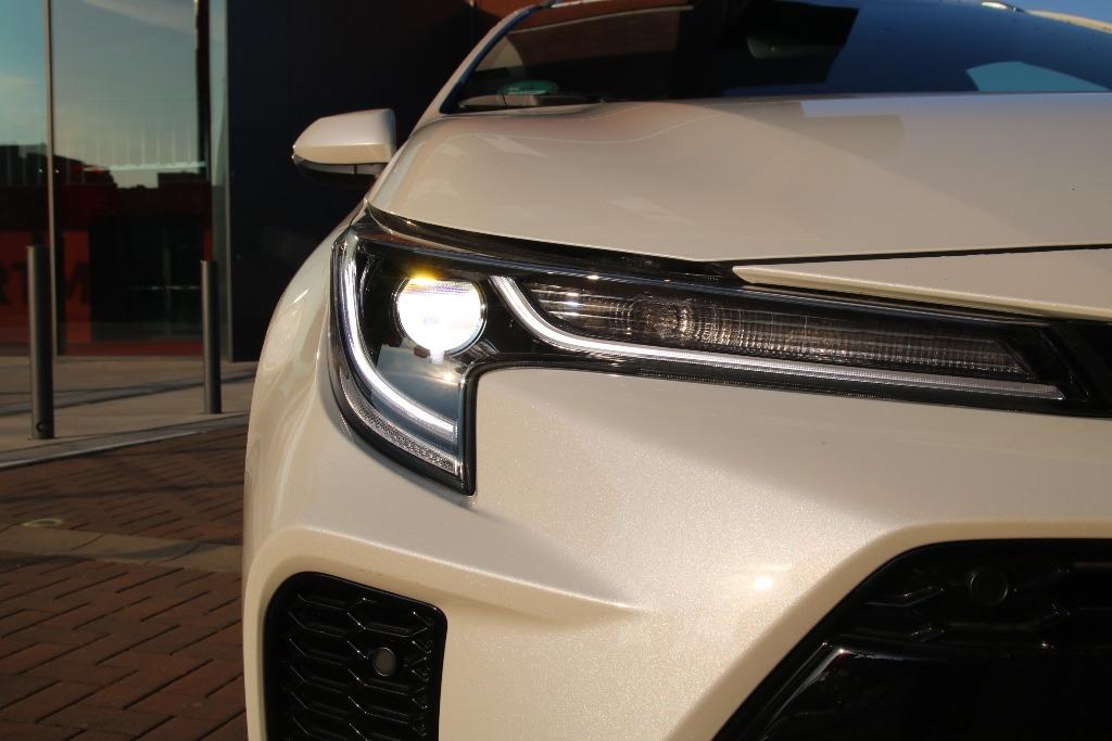 LED-Scheinwerfer mit LED-Tagfahrlicht