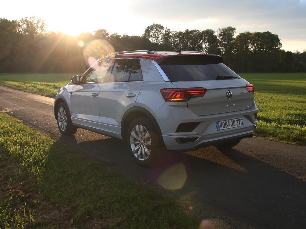 VW T-Roc Sport in White Silver Metallic mit Flash-Rot (Dachfarbe)