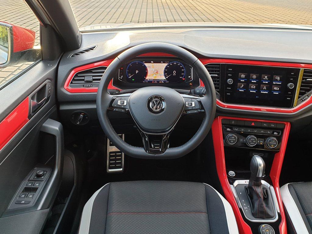 Digital Cockpit Pro, Digitaltacho, Sportlenkrad, Navigationssystem Discover Media