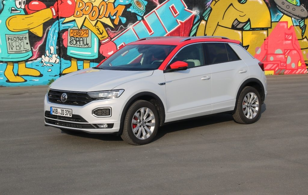 VW T-Roc Sport in White Silver Metallic mit Dach in Flash-Rot