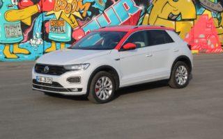 VW T-Roc Sport in White Silver Metallic mit Dach in Flash-Rot