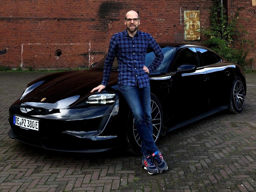 Daniel Przygoda mit dem neuen Taycan 4S (Porsche Zentrum Recklinghausen)