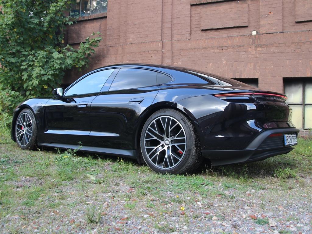 Porsche Taycan 4S schwarz