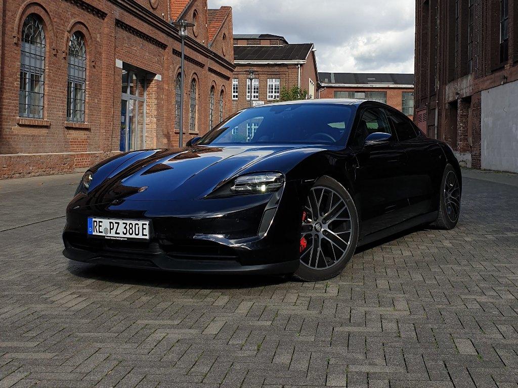 Porsche Taycan 4S, schwarz, 2020