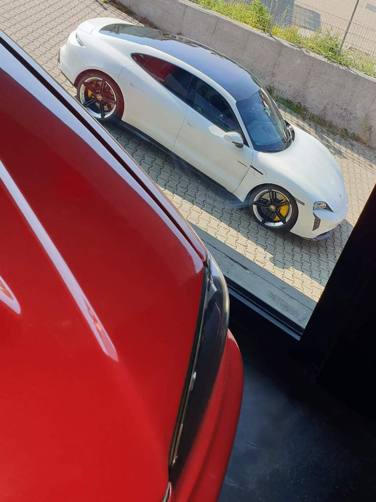 Porsche Taycan Turbo S von Jean Pierre Kraemer, Dortmund