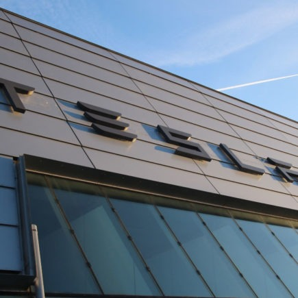 Tesla eröffnet Standort in Dortmund