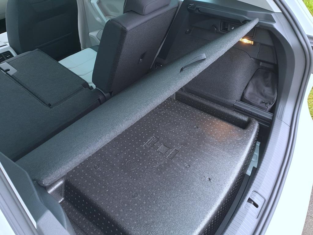 Kofferraumboden im eHybrid, Kraftstofftank, Benzintank