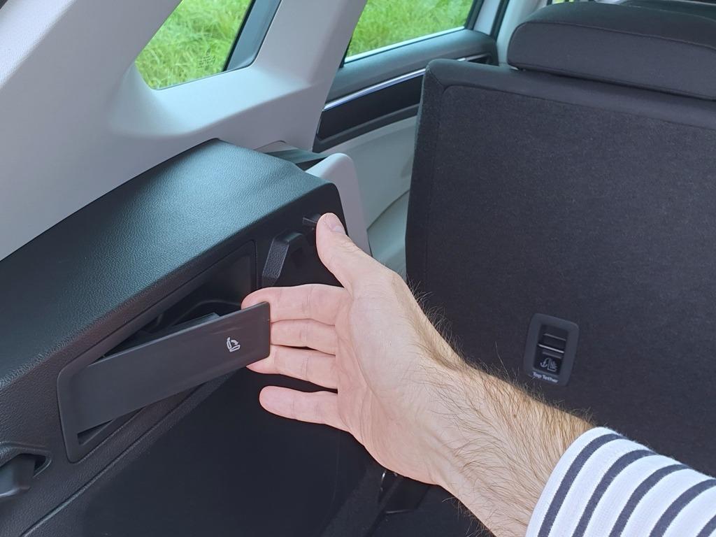 Fernentriegelung umklappbare Rücksitzbank