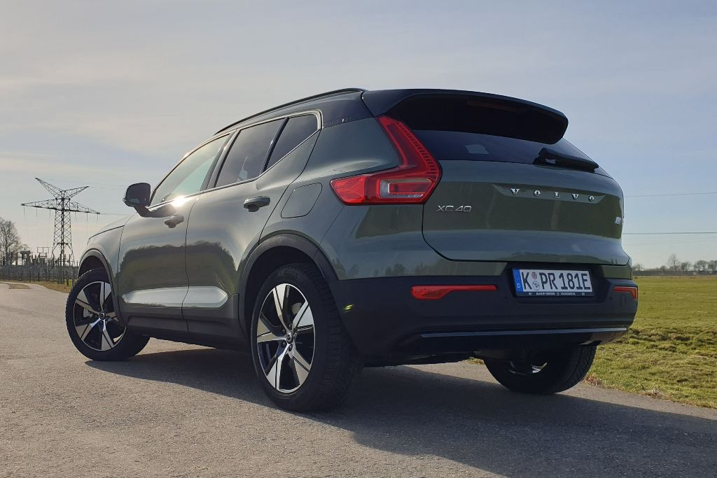 Volvo XC40 in Sage Green Metallic, MJ 2021, Fahrbericht