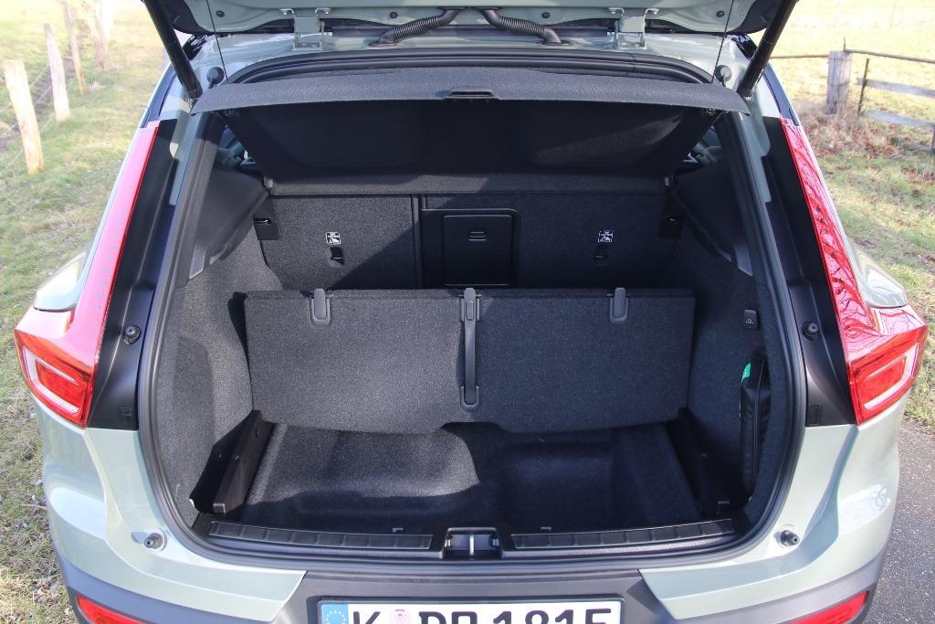 Kofferraum mit Laderaum-Paket Pro: faltbarer Laderaumboden